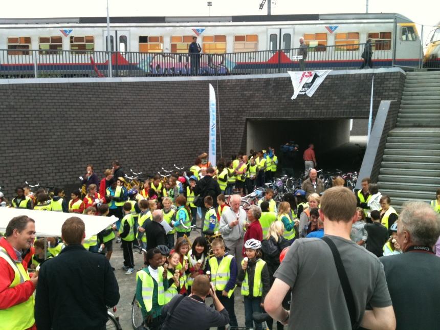 Fietstunnel Willebroek ingehuldigd: fietsen maar!