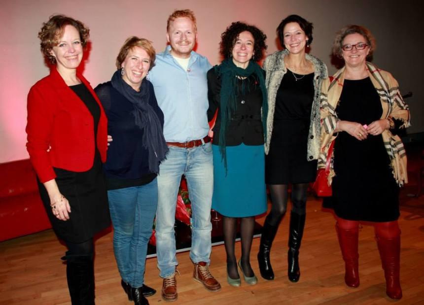 Ladies in red met Tom